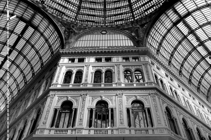 Alla scoperta della Galleria Umberto I di Napoli